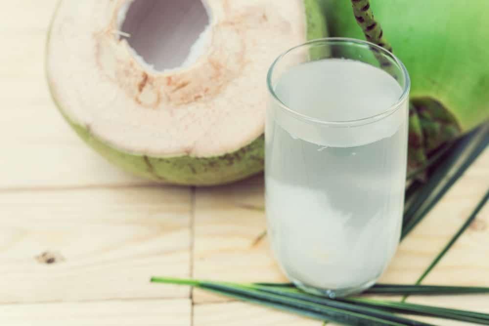 miomente entdeckermagazin gruener smoothie vier zutaten fluessigkeit kokosnuss wasser coconut. Black Bedroom Furniture Sets. Home Design Ideas