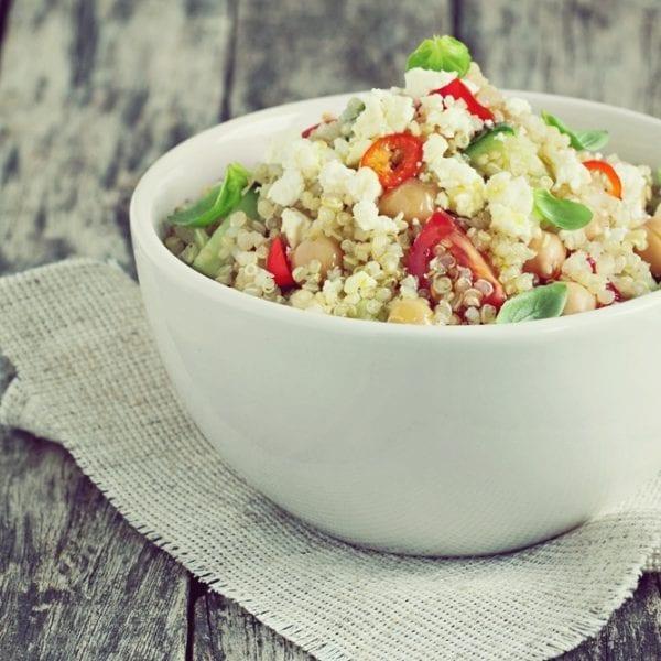 rezept spinat quinoa salat mit frischen kr utern miomente entdeckermagazin. Black Bedroom Furniture Sets. Home Design Ideas