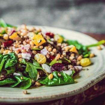 Spinat-Quinoa Salat Rezept mit Gemüse in unserem Miomente Entdeckermagazin