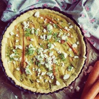 Rezept für eine Karotten-Tarte mit Schafskäse und frischem Thymian –Miomente Kochbuch Entdeckermagazin