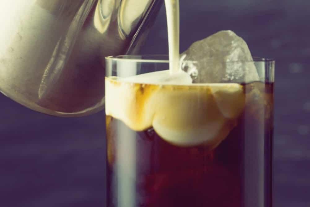 rezept f r tropische thai latte eiskaffee mit kokosmilch miomente entdeckermagazin. Black Bedroom Furniture Sets. Home Design Ideas