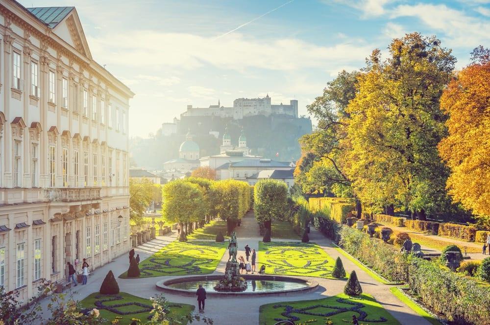 Mirabellgarten und Blick auf Festung Hohensalzburg und Dom –Kulinarischer Reiseführer Salzburg | Miomente Entdeckermagazin