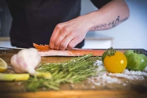 Fischfilet - Innengräten - Fisch filetieren - Schnitt am Rücken - Entdeckermagazin Miomente