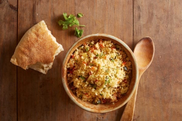 Couscous-Salat mit Brot