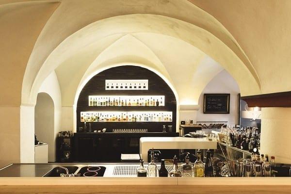 Spritzige Cocktailkurse in der Barock Bar in Regensburg von Richard und Anika Söldner - Mixe deine eigenen Cocktails mit hochwertigen Spirituosen | Miomente Entdeckermagazin