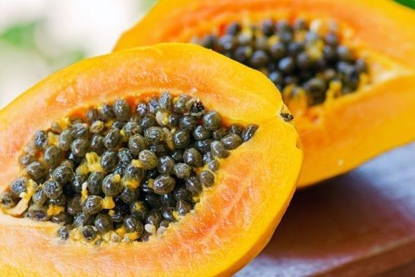 Papaya ist eine kleine Hausapotheke und wirkt antibiotisch