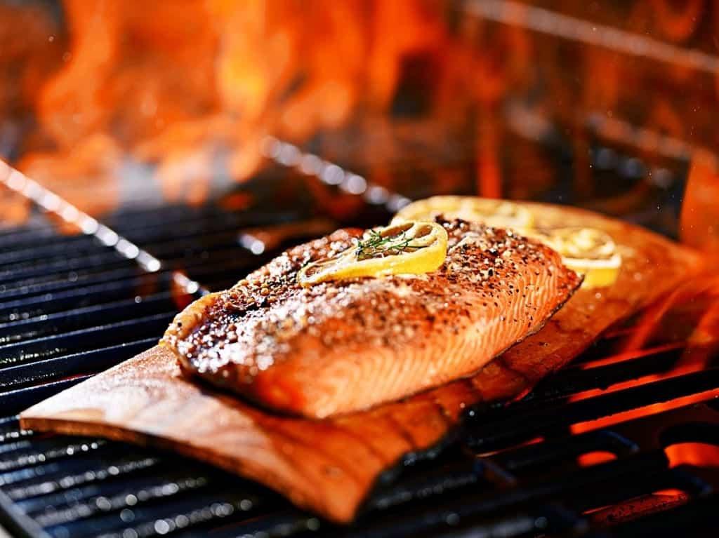 Plank Grilling - Grillen auf der Grillplanke aus Zedernholz