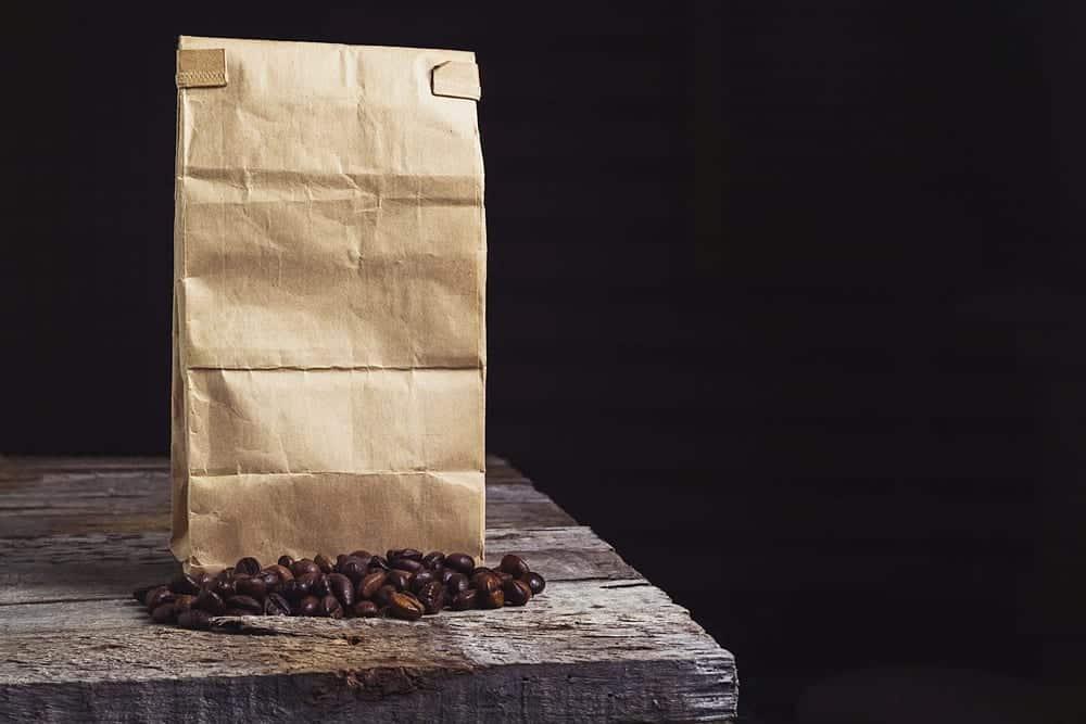 Luftdichtverschließbare Kaffeebeutel halten den Kaffee länger frisch.
