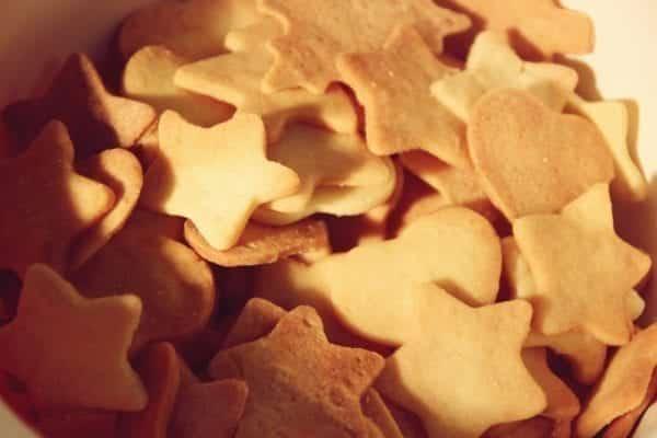 Miomente Weihnachtsrezept für Butterplätzchen: Fertige Plätzchen ohne Glasur