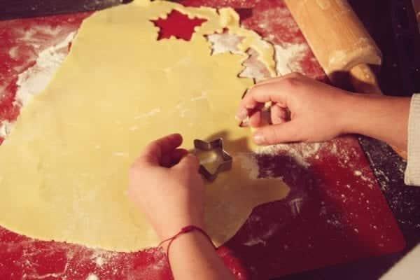 Miomente Weihnachtsrezept für Butterplätzchen: Plätzchen ausstechen