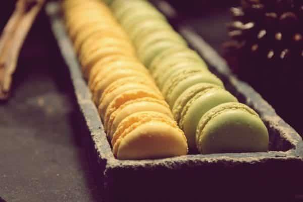 Entdeckermagazin kostet beim Meet & Greet mit Jamie Oliver Macarons