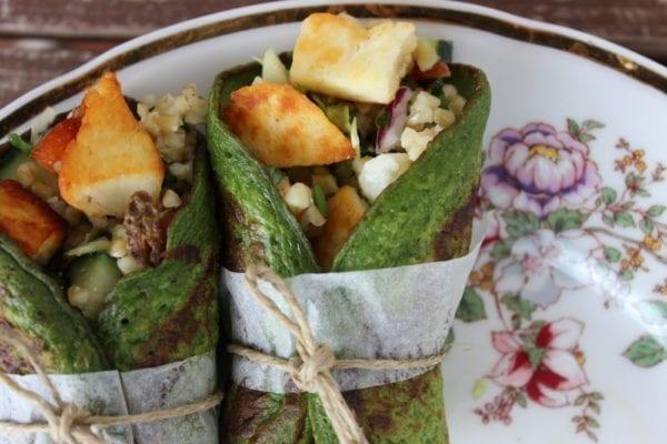 Paleo-Rezepte: Spinat-Wraps mit Hähnchen und Halloumi