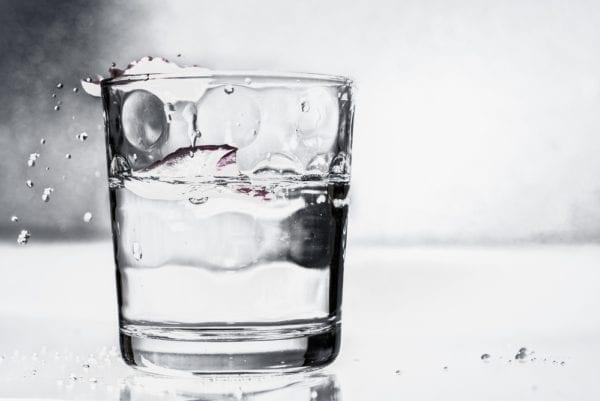 Vier Zutaten für den perfekten grünen Smoothie: Wasser