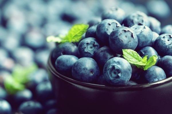 Vier Zutaten für den perfekten grünen Smoothie: Blaubeeren bzw. Heidelbeeren