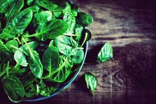 Vier Zutaten für den perfekten grünen Smoothie: Spinat