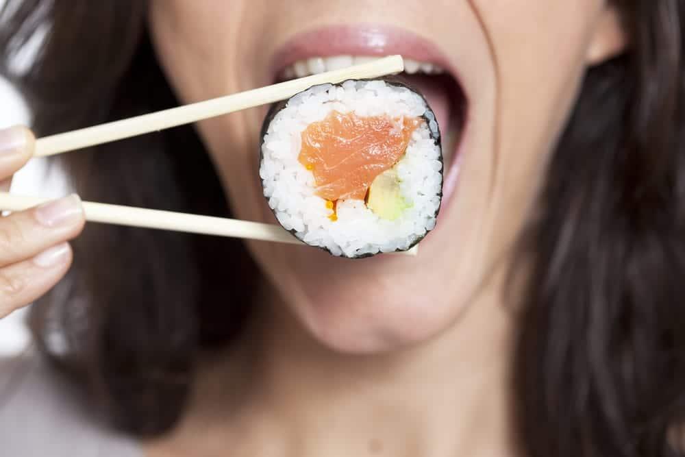 Sushi immer nur im Ganzen essen - nicht abbeißen