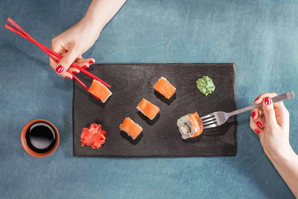 Sushi wird nie mit der Gabel gegessen