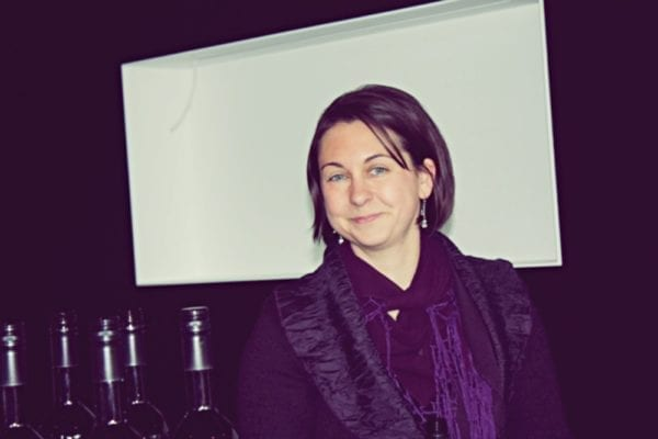 Weinkorb Vinothek Barbara Singer – Inhaberin und Weinexpertin
