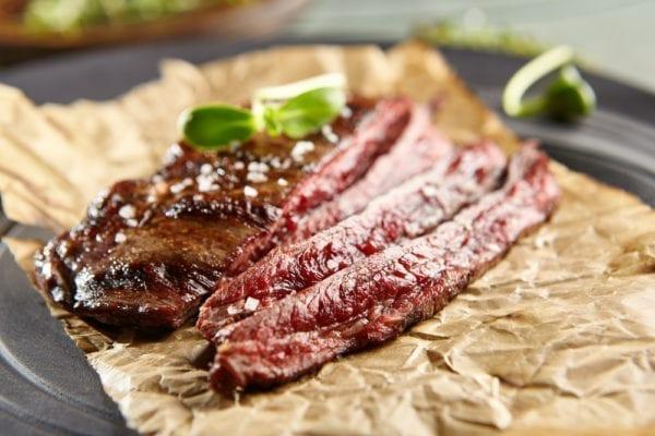 Salzflocken udn Steakpfeffer zum Flank-Steak - Entdeckermagazin - Miomente
