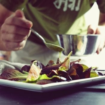 Vegane Kochkurse bei Surdham Göb in Surdhams Kitchen in München - Veganes Salatdressing   Miomente Entdeckermagazin