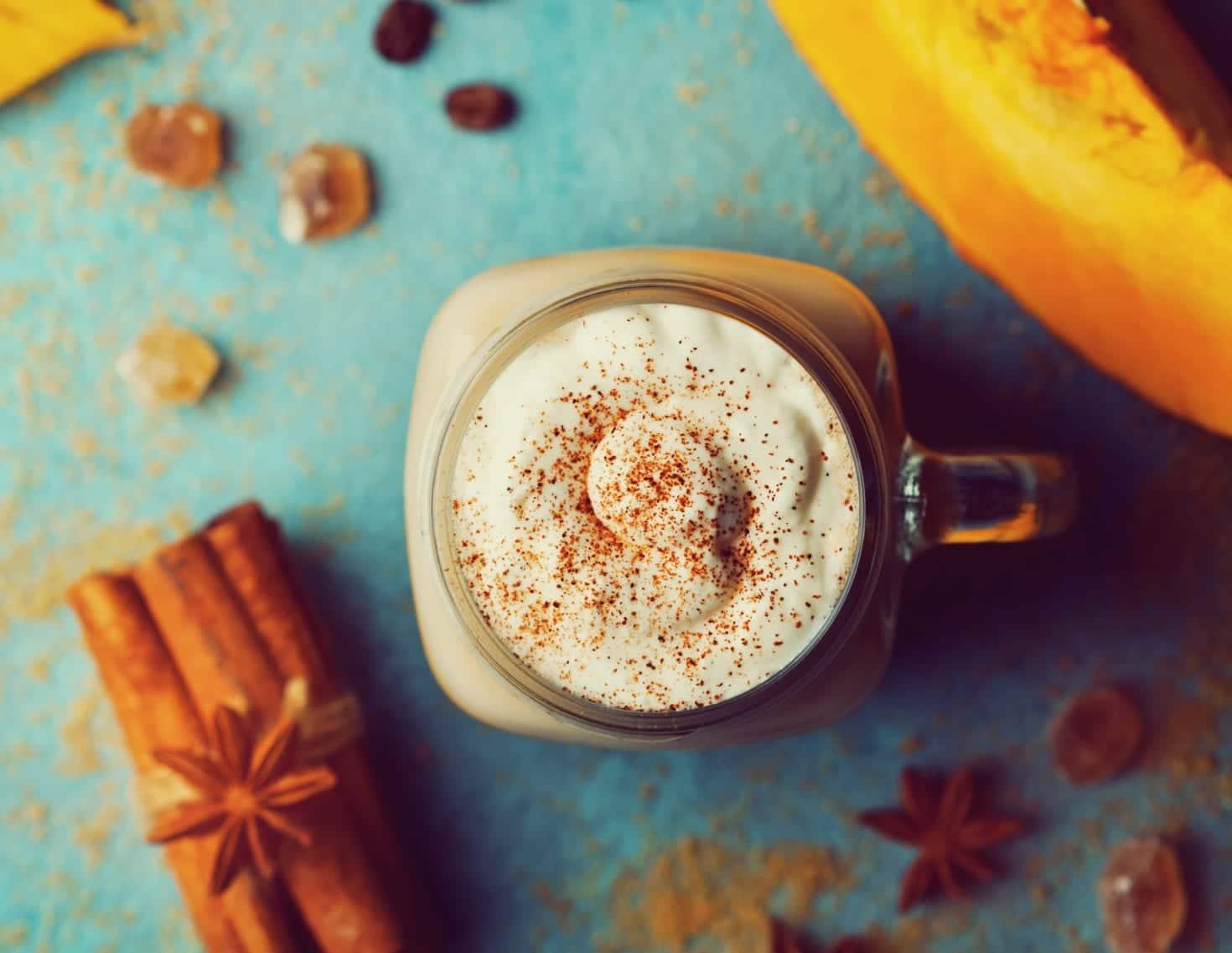 Herbst im Glas: Unser Rezept für einen selbstgemachten Pumpkin-Spice-Latte | Miomente Entdeckermagazin