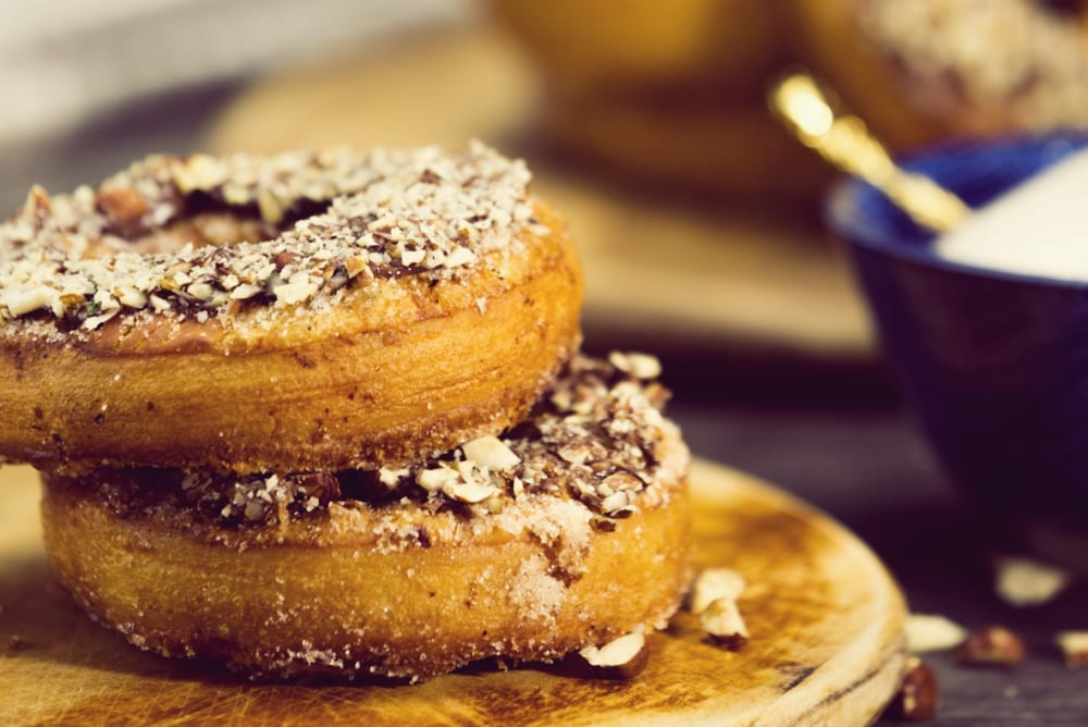 """Nougat-Kochbuch: """"Mein Herz schlägt Nougat!"""" von Profikoch Christian Senff aus Frankfurt – Süße und pikante Rezepte mit Nougat – Cronut mit Nougat-Knusper-Creme   Miomente Entdeckermagazin"""