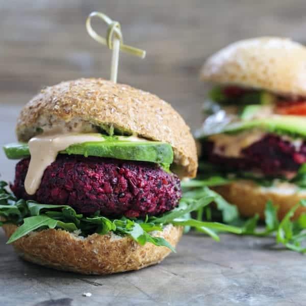 Veganes Weihnachts-Menü: Rote-Bete-Burger-Entdeckermagazin Miomente