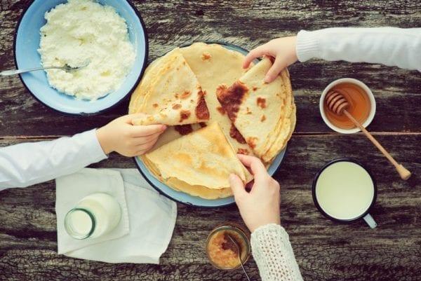 Wie mache ich Pfannkuchen? Eine Schritt für Schritt-Anleitung - gemeinsam essen -Entdeckermagazin - Miomente