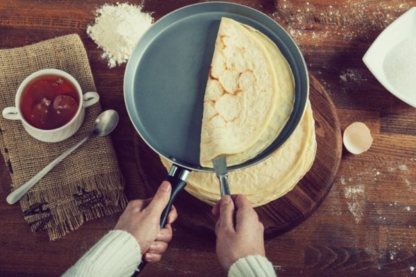 Wie mache ich Pfannkuchen? Eine Schritt für Schritt-Anleitung - beschichtete Pfanne -Entdeckermagazin - Miomente