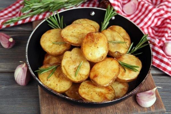 Schritt 4: Kartoffelscheiben in ordentlich Fett von beiden Seiten goldbraun braten