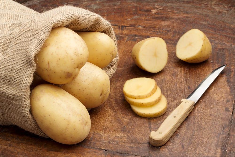 Festkochende Kartoffeln für Bratkartoffeln