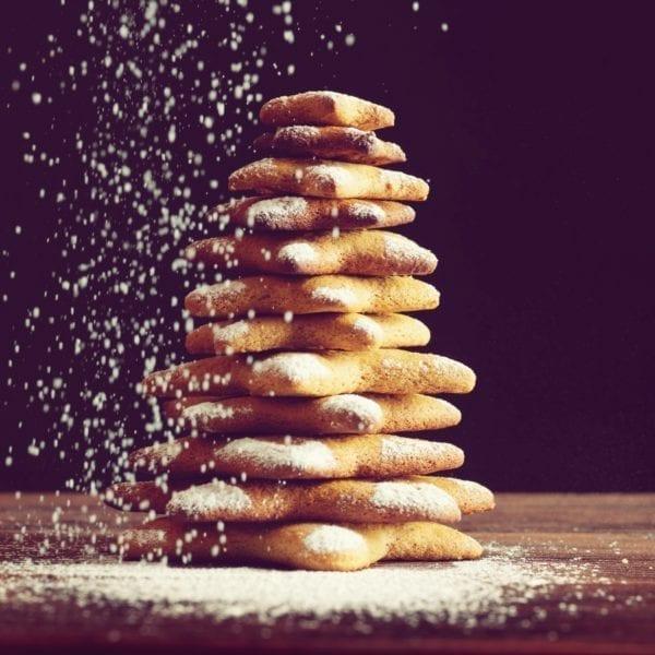 Weihnachts-Desserts - Pfefferkuchensterne mit Puderzucker - Entdeckermagazin Miomente