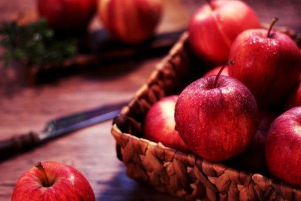 Rezept Apfel-Himbeeren-Crumble mit Vanillesauce von SOUTHkitchen Berlin - Kochkurse in Berlin | Miomente Entdeckermagazin