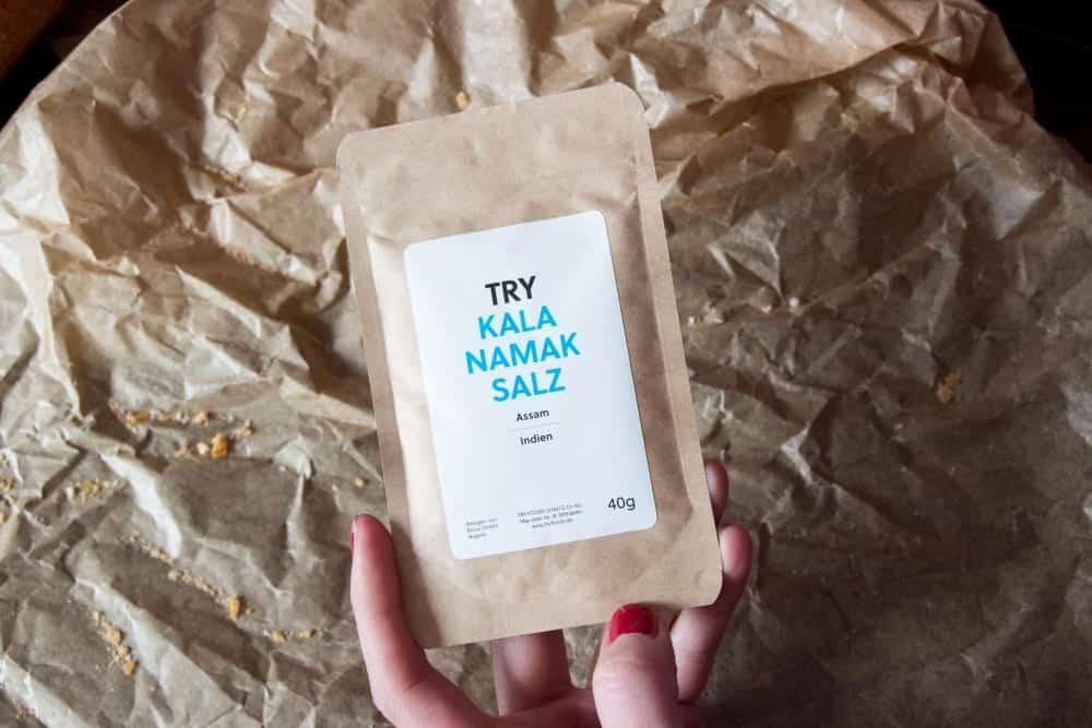 4. Salz: Kala Namak ist ein veredeltes Natursalz aus Nordindien. Das Steinsalz wird erhitzt und mit einer Hülsenfrucht verkocht.
