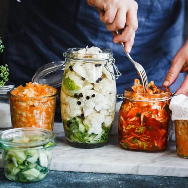 Gemüse wird durch Milchsäuregärung haltbar gemacht