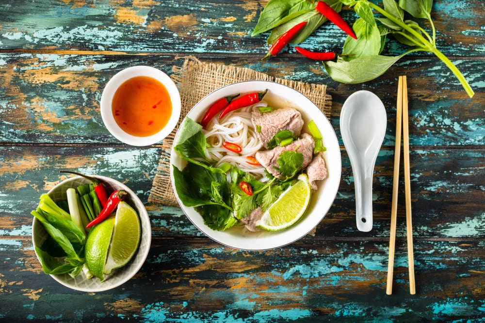 Rezept für traditionelle Pho Bo Hanoi - das Nationalgericht Vietnams