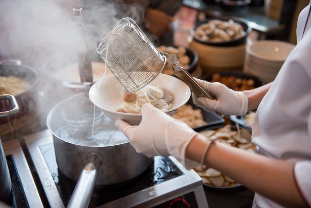 Besucht internationale Kochkurse in Deutschland und Wien bei Miomente | Entdeckermagazin
