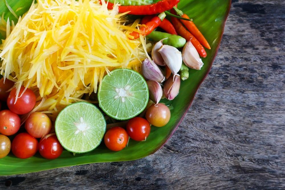 Perfekte Harmonie der Aromen: scharfe Chili, fruchtige Papaya, saure Limette, süßer Palmzucker und salzige Fischsauce