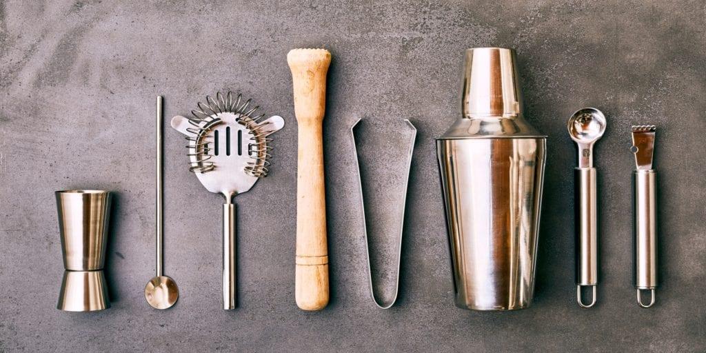Bar-Equipment-Quiz: Was brauche ich für meine Hausbar – Zange, Shaker | Entdeckermagazin Miomente