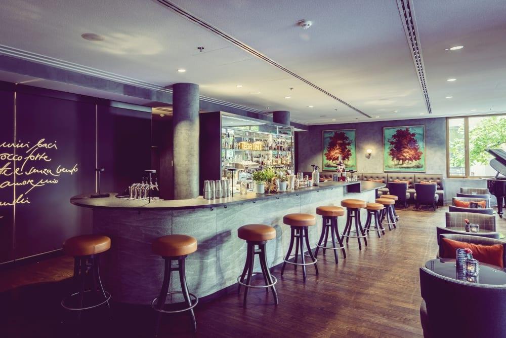 Interview mit Bar-Manager Roman Kern aus Sophia's Bar im The Charles Hotel München – Bar – Entdeckermagazin Miomente