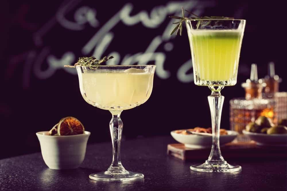 Cocktails und Trend-Spirituosen – Roman Kern aus Sophia's Bar im Charles Hotel München fürs Entdeckermagazin Miomente - Signature Drink