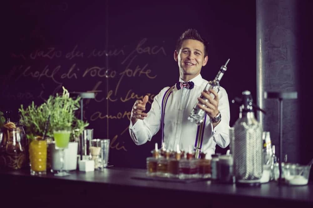 Bar-Manager Roman Kern aus Sophia's Bar im The Charles Hotel München – Entdeckermagazin Miomente