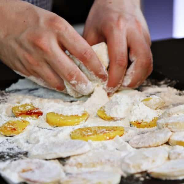 Rezept-Video für Kartoffelschnitzel von Julian Kutos aus Wien – Kartoffeln panieren | Entdeckermagazin Miomente