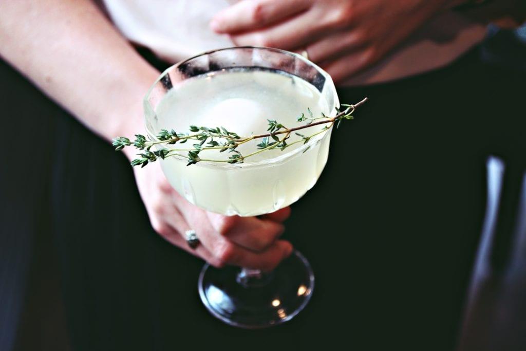 """Cocktail-Rezept für Signature Drink Sophia's von Bar-Manager Roman Kern aus Sophia's Bar im """"The Charles Hotel"""" fürs Entdeckermagazin Miomnete"""