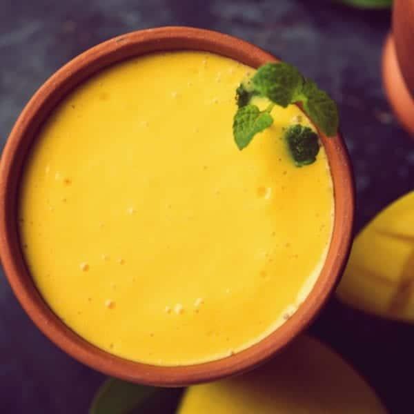 Rezept für einen Mango-Lassi   Mango im Tonbecher   Entdeckermagazin Miomente