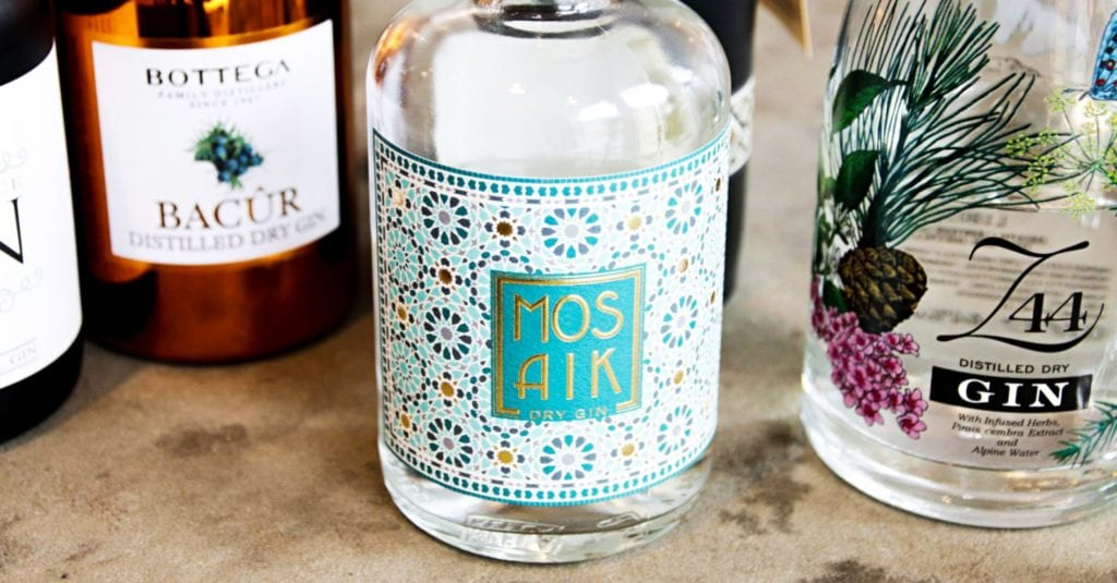 Mona & Anna Lisa haben zusammen mit einem Freund ihren eigenen Gin hergestellt.