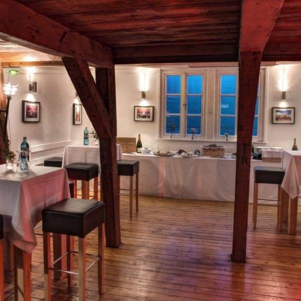 Eventlocation Weinland Waterfront - Salon Buffet | Miomente Entdeckermagazin