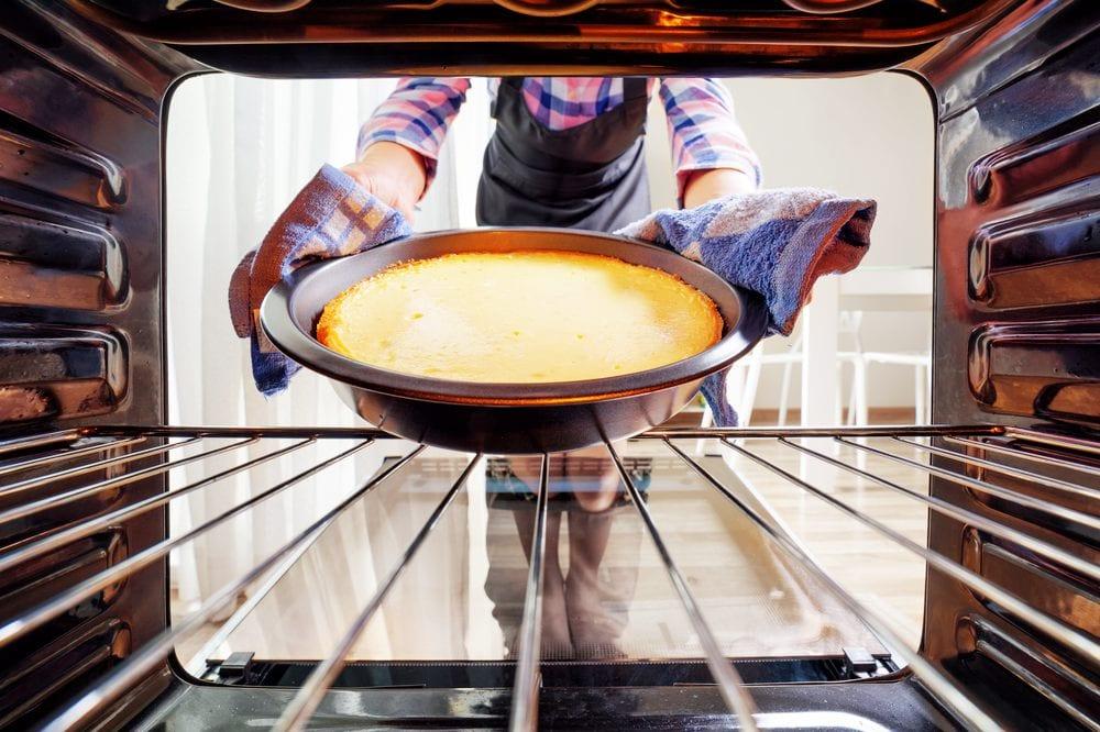 Garprobe durch Rütteln am Käsekuchen | Entdeckermagazin Miomente