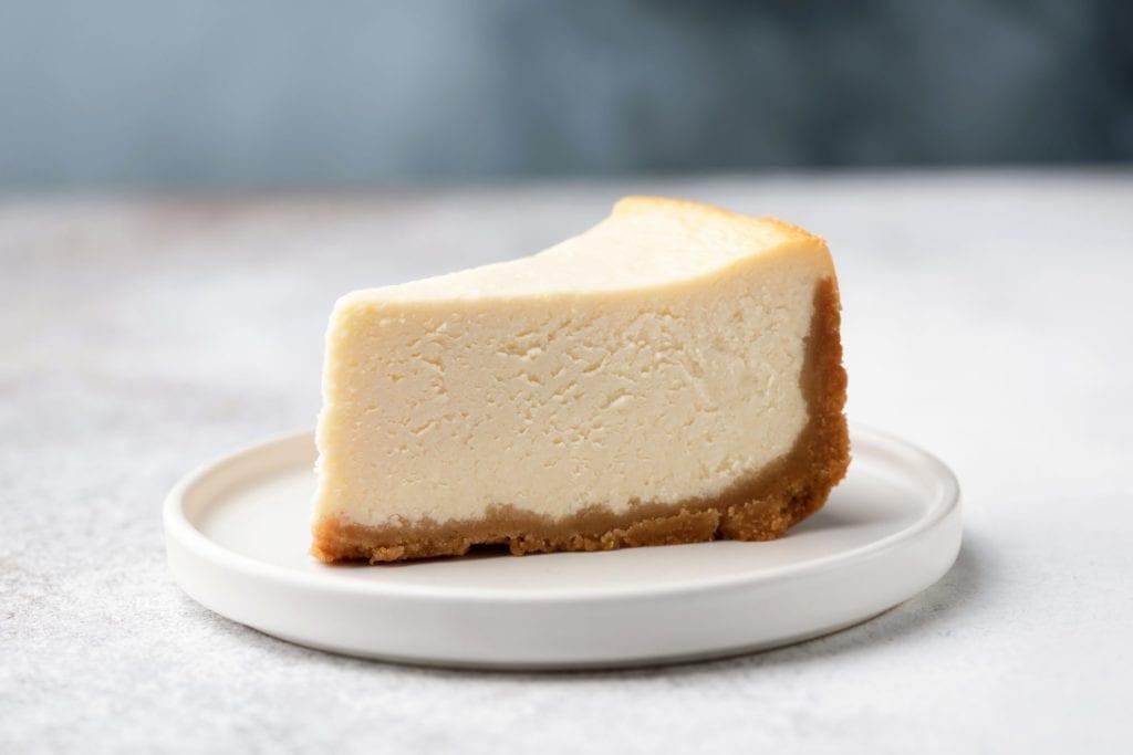 Ein leckerer Käsekuchen oder ein Stück Cheesecake | Back-Tipps | Entdeckermagazin | MiomenteEin leckerer Käsekuchen oder ein Stück Cheesecake | Back-Tipps | Entdeckermagazin | Miomente