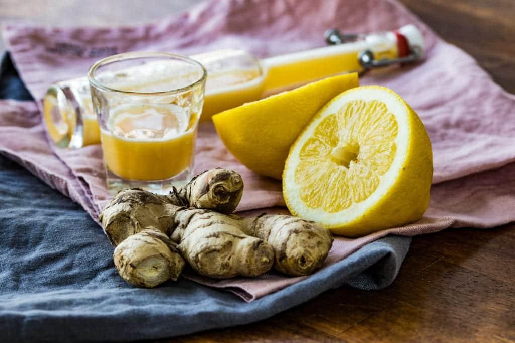 Klassischer Ingwer-Shot mit Zitrone